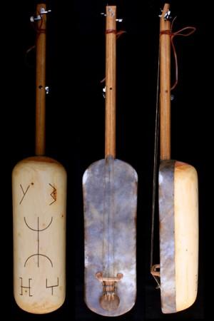 traditional musical instrument, play guembri, guembri sounds, gnaouacoulture, toute la coulture gnaoua, camel skin, dromedary skin, essaouira,