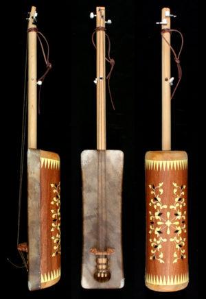 guembri fabrication, guembri shop essaouira, De Marokkaanse basguitar guembri tuning what is the correct tuning for the 3 stringed morrocan bass