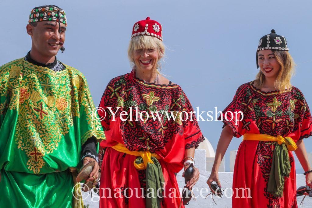 gnawa caravan gnawa c'est quoi gnawa drink gnawas d'essaouira festival gnawa d'essaouira